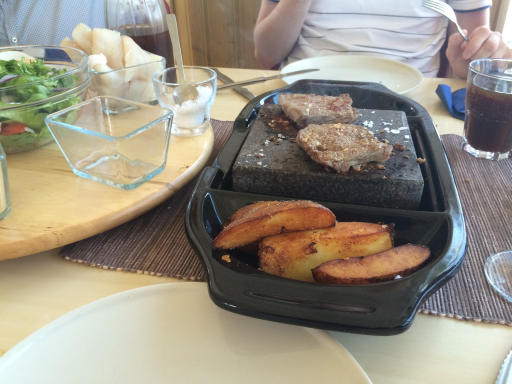 grilla-mat-på-lavasten-strand-molle